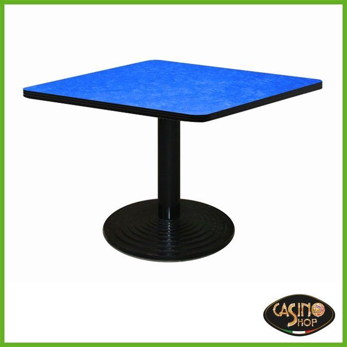 ART.0140 Tavolo da burraco.  Tavolo da gioco con base in ghisa con solido appoggio di diametro 60 cm e tubo tondo verniciato.  Il tavolo è costruito in legno e il piano è rivestito con un panno in microfibra dal colore blu.  Dimensioni: 80x80 cm. Altezza: 74,5cm.