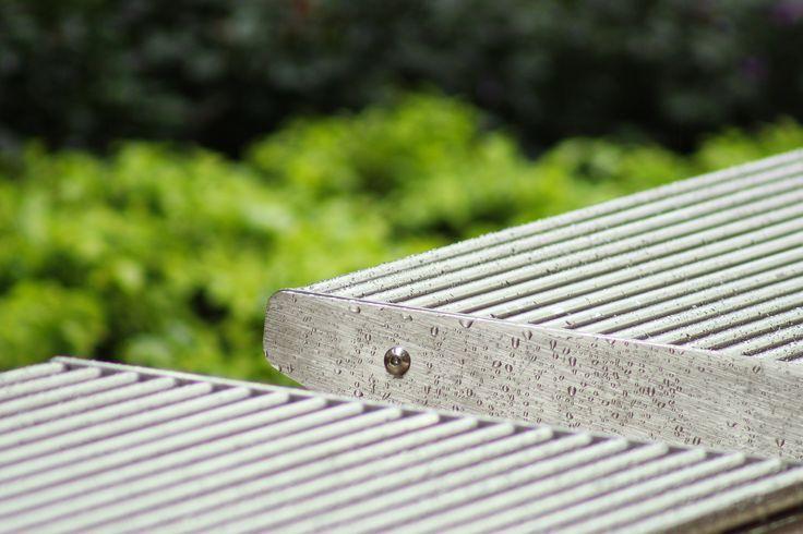 Detalle de nuestras bancas en Acero Inoxidable 304 ideal para uso exterior.
