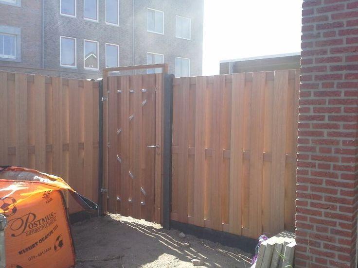 Hout beton schutting met deur