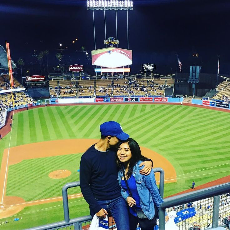 THINK BLUE: I went to my first Dodger's game today since 6 years. With the Dodgers winning the game with a home run in the 9th inning! What a great game and even better sharing the experience with my girlfriend and her brother.  #dodgers #dodgerblue #dodgerstadium #homerun  by juliansanti