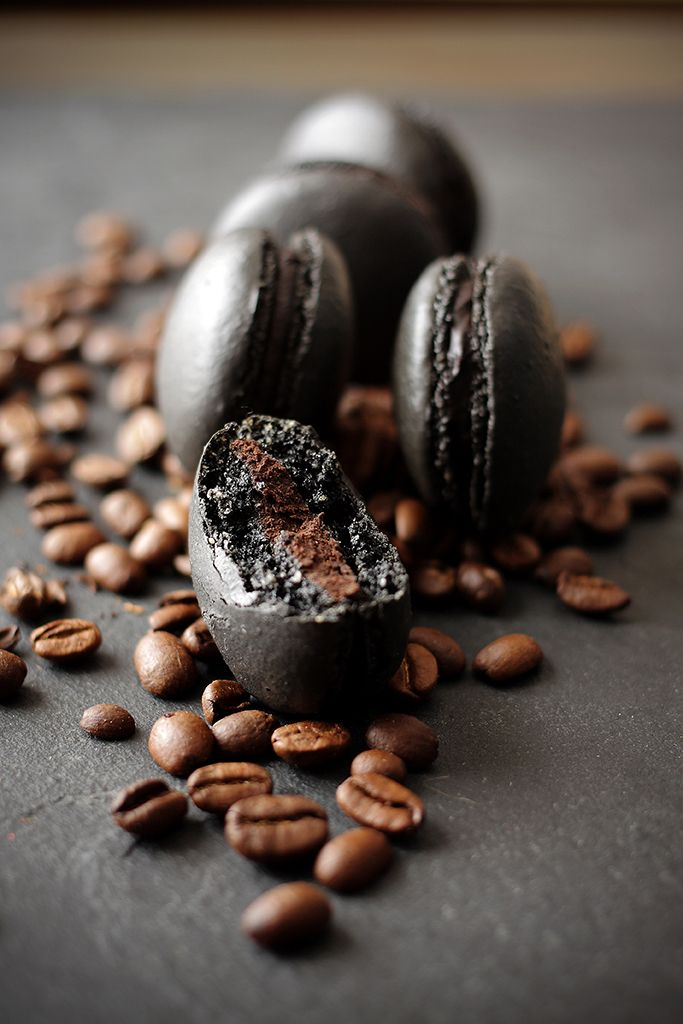 Black Coffee Macarons (English translation at the bottom). My two favorite foods in one :)