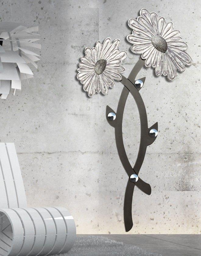 P4506 - DAISY - PINTDECOR Cm 72x153  Appendiabiti sagomato e laccato antracite con due elementi in foglia argento decorati a mano su materico in rilievo, quattro pomelli cromati. #appendiabiti #pannello #p4506 #Daisy #pintdecor