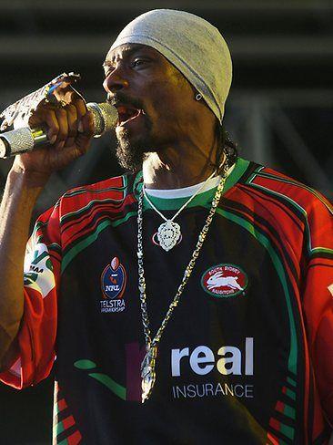Snoop Dogg wearing a Rabbitohs Jersey at Good Vibrations 2007.