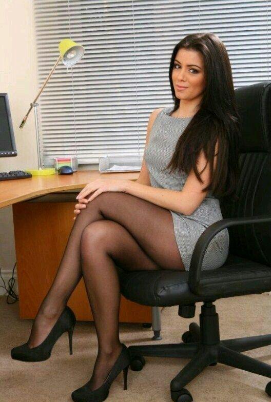 Do women stll wear pantyhose-8795
