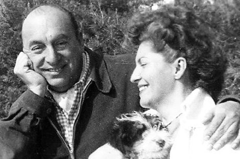 De todos los amores de Pablo Neruda (1904-1973), el de Matilde Urrutia (1912-1985) fue quizá el más intenso y prolongado. Una pasión encendida al principio, cotidiana y perruna al final, de la que dan cuenta las Cartas de amor .