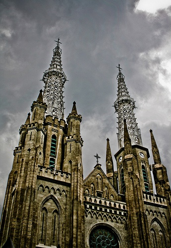 If you're in Jakarta, don't forget to visit this old and unique church travelers, Gereja Katedral Jakarta :) www.nusatrip.com