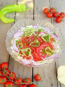 Ezt a salátát azért szeretem, mert az összes nyári kedvenc zöldségem benne találtatik.Továbbá, mert nagyon jól illik ránt...