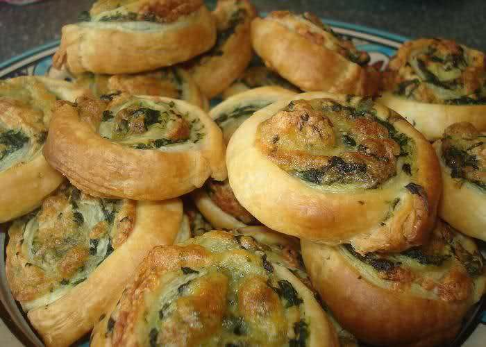 Bladerdeeg spinazie-kaas rolletjes | Ramadanrecepten.nl