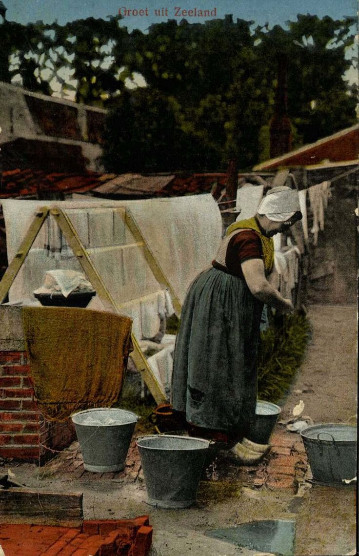 Zeeuwse boerin doet de was.....natuurlijk op maandag !