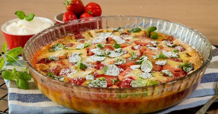 Clafoutis er en lettvint fransk dessertkake med gratis rabarbra fra hagen.