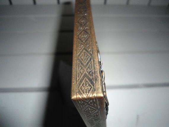 27.12 kr. Vintage 5 x 7 Gold Metal Frame by ChangingTreasures on Etsy