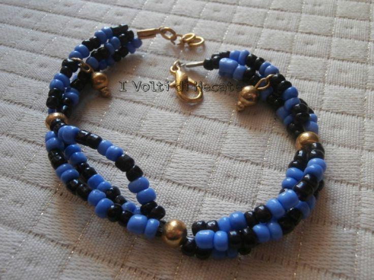 Bracciale con tre file di perline intrecciate di I volti di Hecate su DaWanda.com