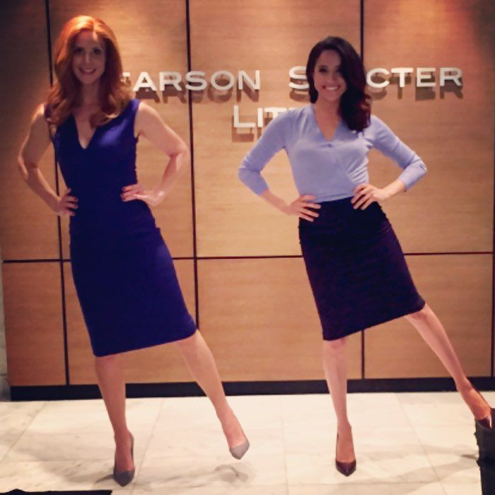 Who's excited for a new episode of @suits_usa tonight? @iamsarahgrafferty & I certainly are! #suits #suitors #emojiinspo