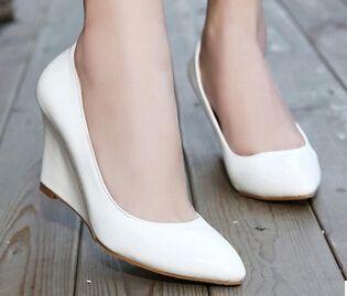Мода женщин клинья обувь мелкая рот острым носом насос сладкий japanned кожа туфли на платформе женские высокого heeles свадебные туфли купить на AliExpress