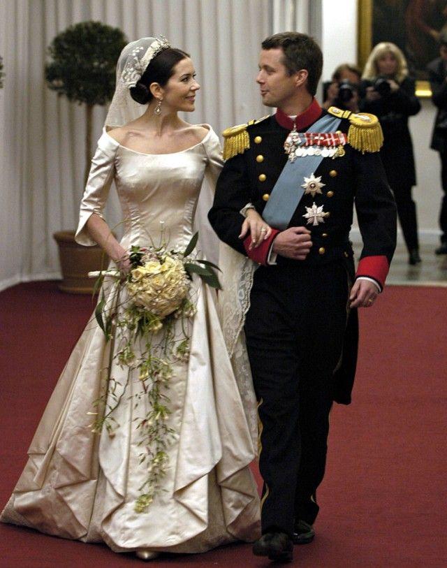 Danish Royal Wedding 2004: Mary & Frederick arrive at their wedding reception