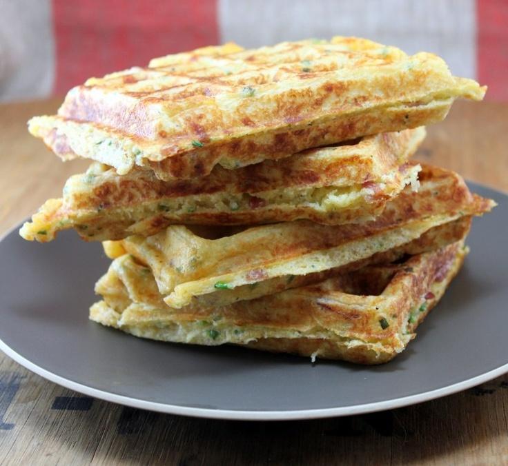 Луковые вафли с сыром и беконом