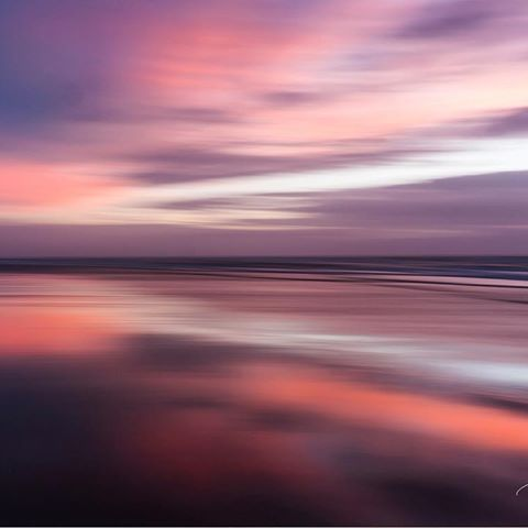 R O C K Y R O A D __________ Shot this image over a year ago, however, I can vividly remember this sunset and the way the colours intensified as the sun dipped behind the horizon!  I stood in awe among shots and had a moment that I'll never forget 🙌🏾 __________ #interiordecorating #interiorforinspo #interiorforyou #interiordetails #interiorlovers #interiorandhome #interiorarchitecture #interior_and_living #beautiful #sunset #seascape #ocean #happy #tbt #flomocean #nzsurf #nz #p