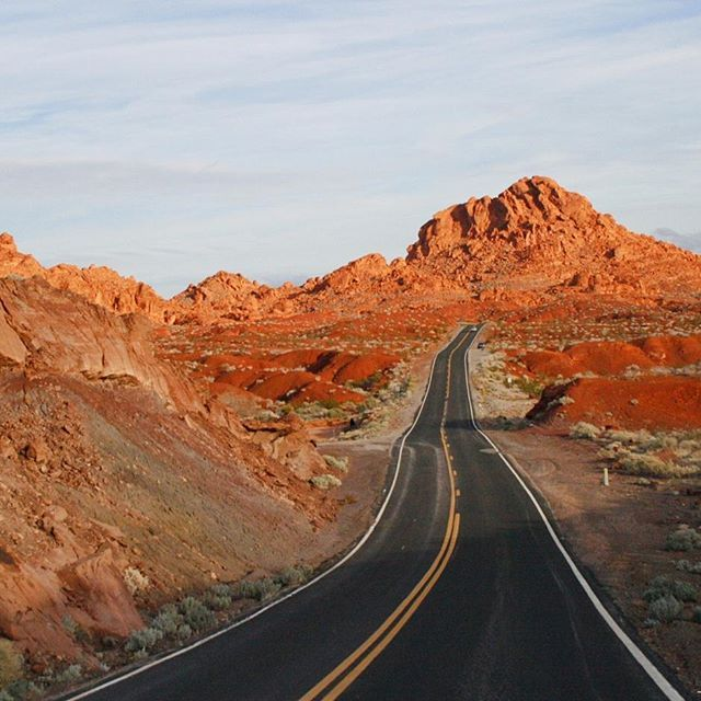 #ValleyofFire, #Nevada's oldest and largest #StatePark. Entering the park looks like landing on Mars! Do not miss this day trip from #LasVegas, an highlight of the #MojaveDesert that seems from another planet.