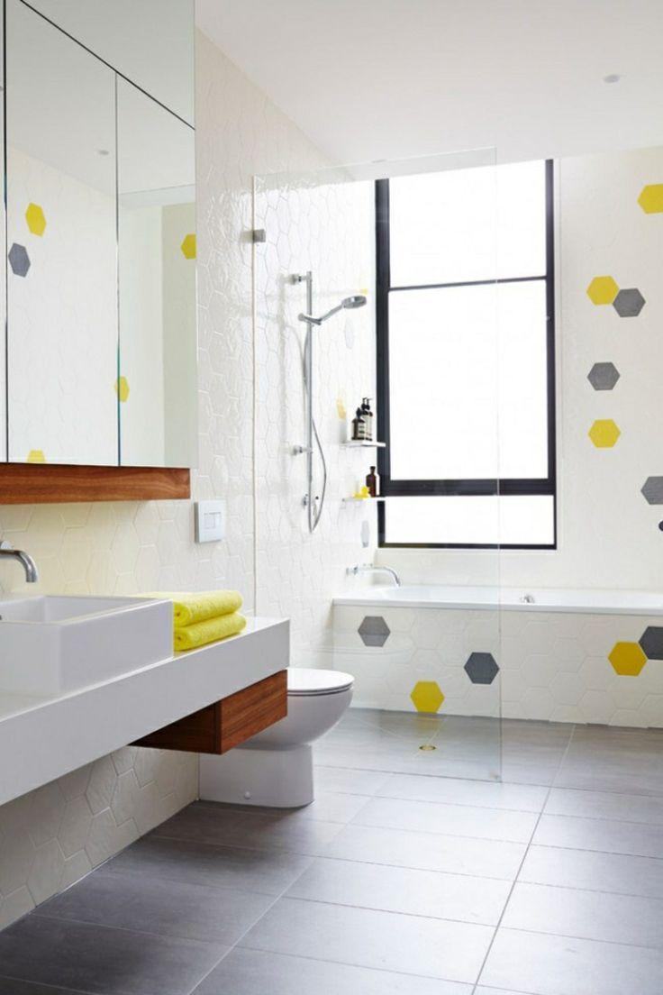 Badezimmer gestalten Badmöbel und frische Wanddekoration