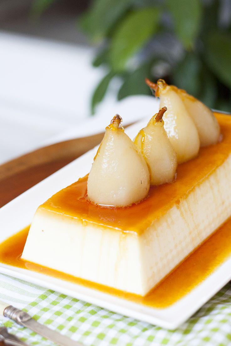 Este flan de queso con peras en almíbar os va a enamorar