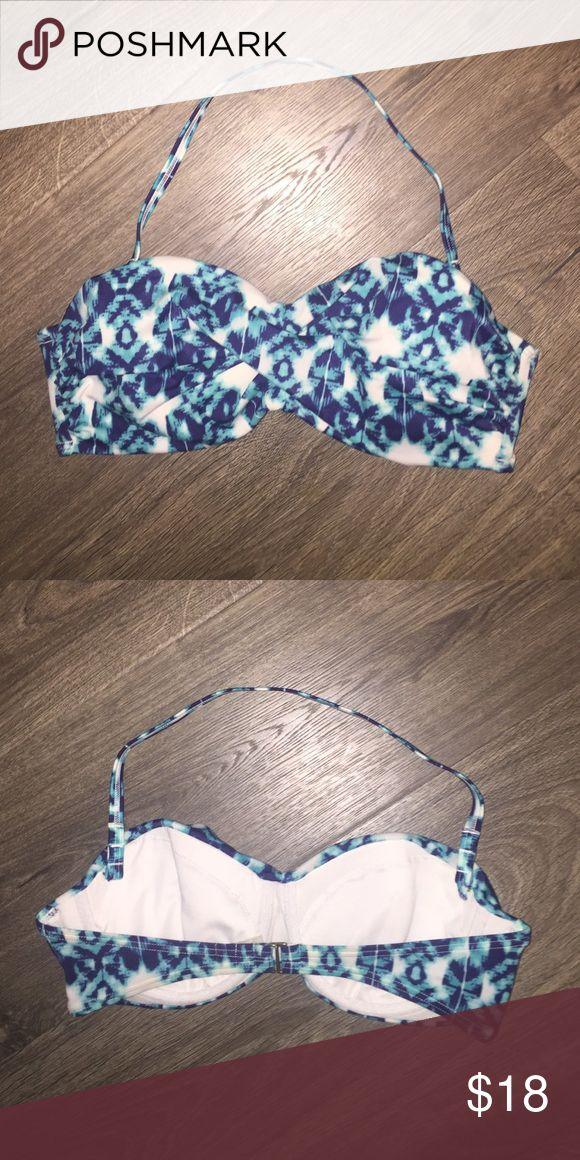 Underwire Bandeau Bikini Top Blue and white Bandeau bikini top. Has padding, underwire and removable strap in a size 34c. Victoria's Secret Swim Bikinis
