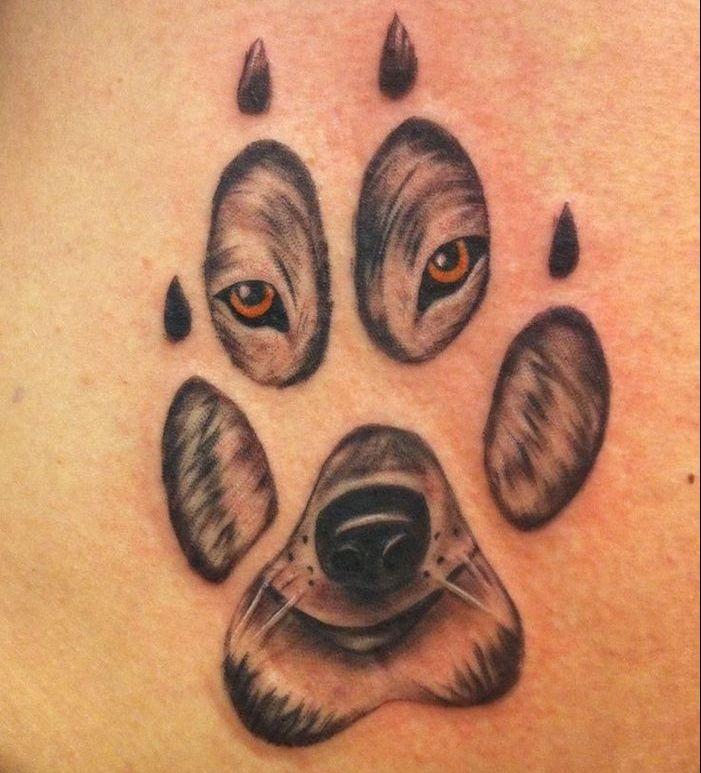 tatouage loup signification, idée petit tattoo à motif patte et tête de loup,  tatouage