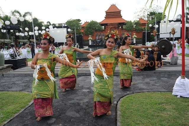 Beautiful Balinese Dancers to open the ceremony