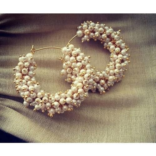 Pearls in hoop. -https://www.cooliyo.com/product/88762/pearls-in-hoop/