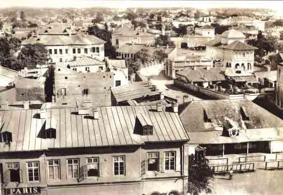 Orașul văzut de sus, de pe Teatrul Național, spre Biserica Dintr-o Zi