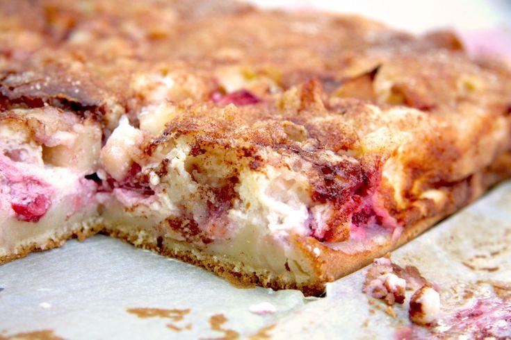 Tejfölkrémes kevert pite - Ami ma meggyel készült. De készülhetett volna bármilyen más gyümölccsel. Ami otthon van. A tetejére fahéjas cukrot szórtam, ami ropogósra sült....