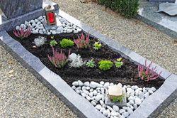 Pflegeleichte Grabgestaltung – 3 Tipps für weniger Arbeit im Jahr