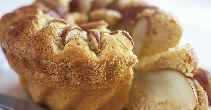 Jättegod sockerkaka med smak av päron, mandel, vanilj och kanel. Kvarg med vanilj ger god smak och gör kakan saftig och hållbar.