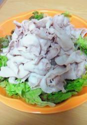 楽天が運営する楽天レシピ。ユーザーさんが投稿した「ピリ辛ダレの豚しゃぶサラダ」のレシピページです。野菜がたくさん食べられる豚しゃぶサラダです。。ピリ辛ダレの豚しゃぶサラダ。豚肉(しゃぶしゃぶ用),もやし,白菜,サニーレタス,●醤油,●ごま油,●コチュジャン,●すりごま