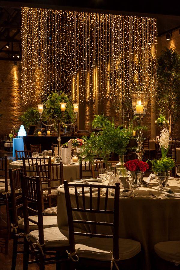 A noiva deste casamento queria uma decoração clássica, masnão tão tradicional. Assim, Adriana Malouf apostou num mix de peças e móveis clássicos e contemp