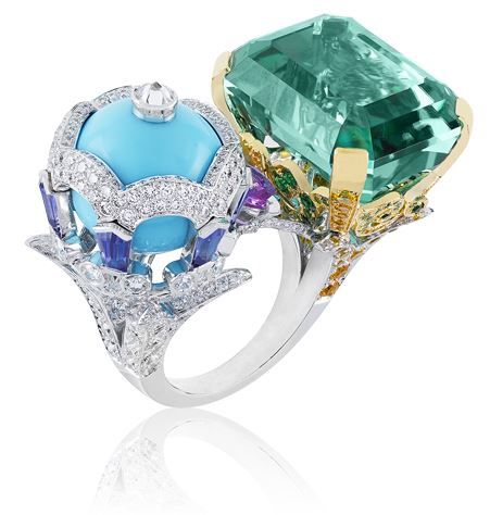 VCA Oiseaux Amoureux ring, Bals de Légende collection. White and yellow gold, round diamonds, yellow, pink and mauve sapphires, tsavorite garnets, one turquoise bead and one green emerald-cut tourmaline of 30.86 carats.