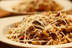 Macaroni de gezinsmaaltijd en sowieso heel lekker. Macaroni zonder pakjes en zakjes is alleen veel lekkerder en gezonder en eigenlijk ook heel simpel.