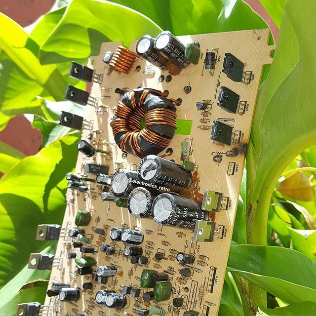 Hey guys!! another angle of a previous pic.🌿 #electronics #microprocessor #instatech #electronic #green #color #nature #picture #transistor #robotics #arduino #digitallogic #computer #retrocomputer #electricalengineering #vintage #vintageelectronics #oldschool #retroelectronics #technology #tech #audio #radio #retro #elettronica #elektronik #bestoftheday #instagood #picoftheday #electronicsretro #instafollow #monitor #L4L #android #tablets