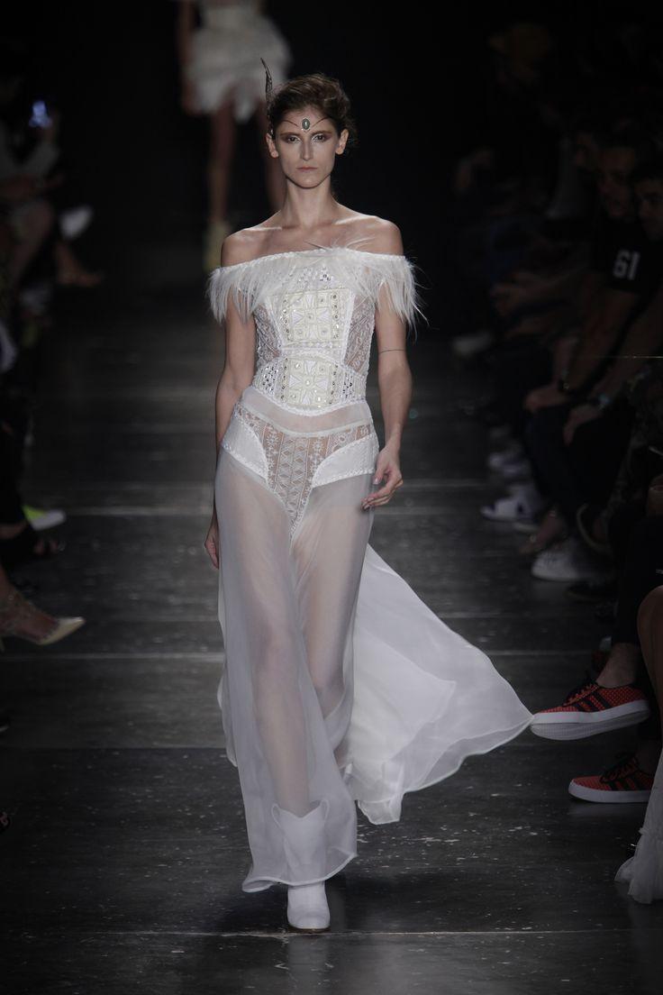 Helo Rocha estreia no inverno 2016 do SPFW - Vogue   Desfiles