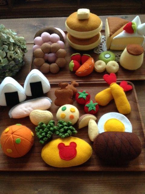 """お金をかけずに作る """"楽しい知育玩具のDIY術""""をご紹介します。赤ちゃん〜幼稚園児のお子さんが遊べる、手作りおもちゃのお洒落なアイデアが満載!"""
