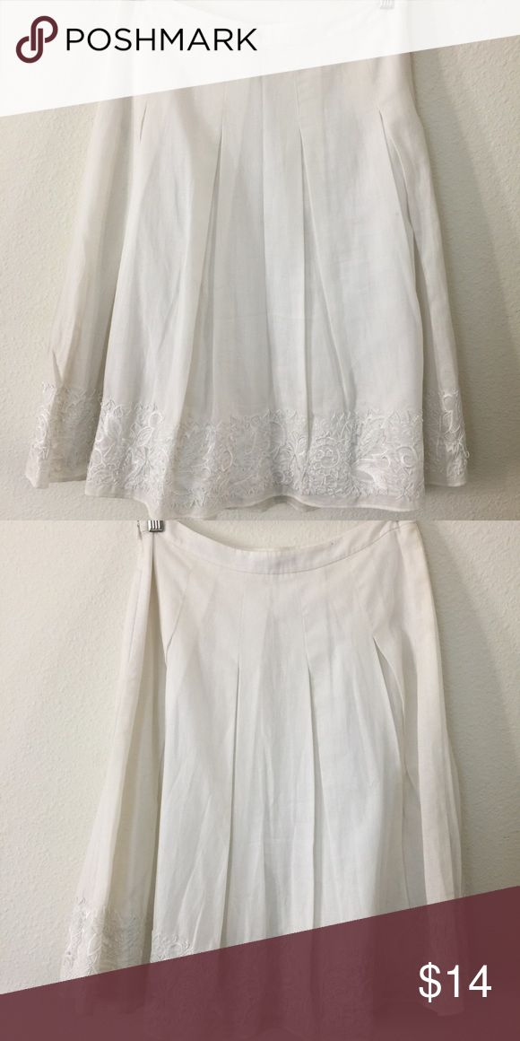 ANN TAYLOR white skirt Beautiful detail at the bottom of the skirt, perfect pleats and a great fit Ann Taylor Skirts