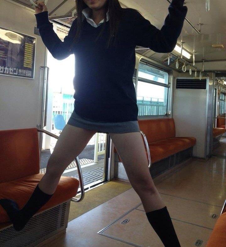 【JK】むちむちの脚・太もも・ミニスカをエロ目線で語り合う!ぶっコ抜け 14枚目