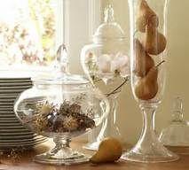 Glazen en bokalen je hebt er nooit genoeg, vullen maar met alles wat de vroege herfst je brengt, zelf met peertjes uit je eigen tuin
