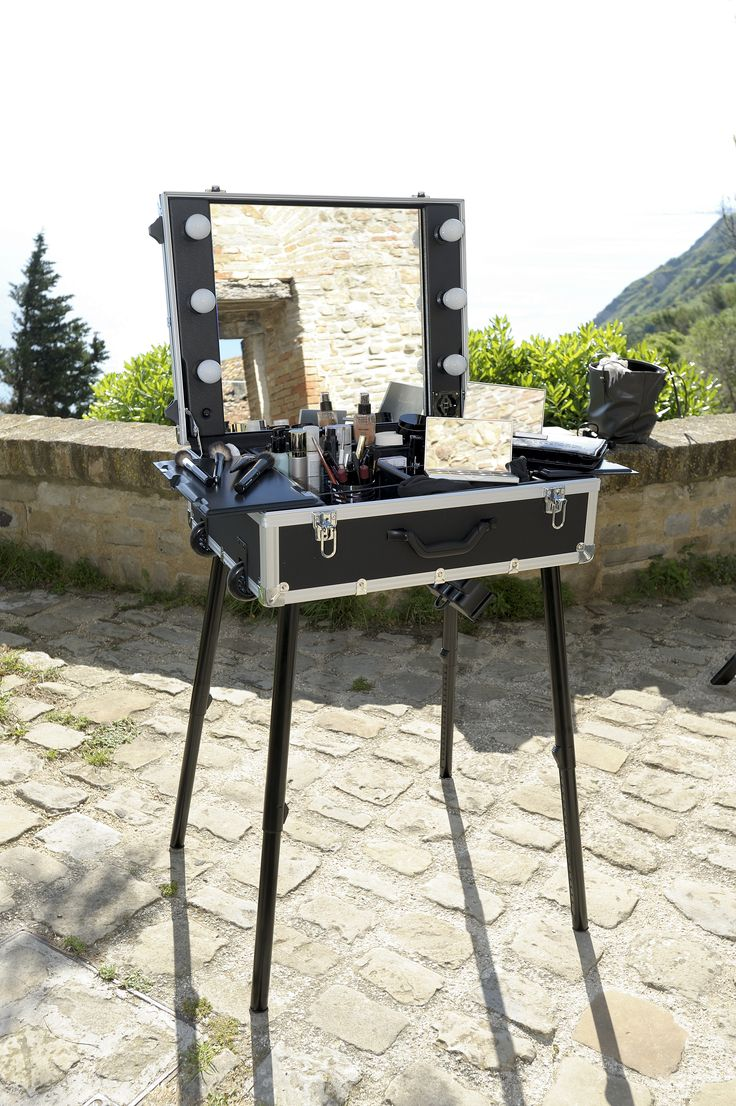 Mallette maquillage pour travailler en nomade www.moi-mua.com  moi-mua@smeca.it