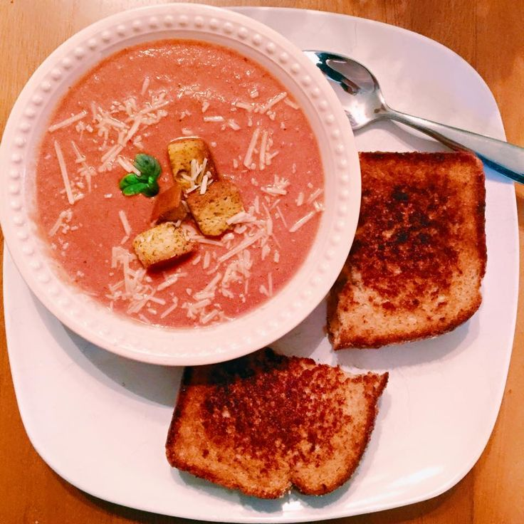 ((No guilt)) Creamy Tomato Basil Soup! 21 day fix approved.