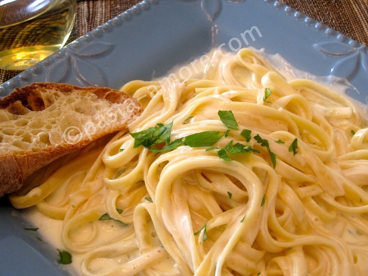 The classic Alfredo Sauce Recipe straight from Alfredo himself! Yes he really existed. A rich and creamy Italian pasta recipe to die for by Pasta-Amore.com