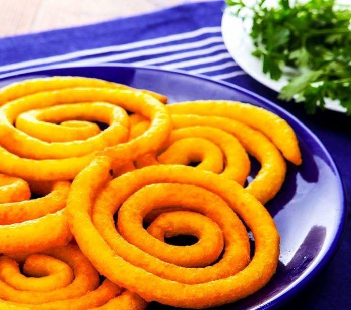 Картофельные спиральки хорошо подходят для закуски и без труда заменят чипсы. Кроме того, готовятся очень быстро и просто.