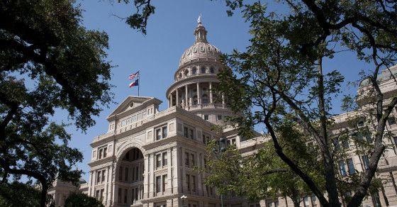 #SHOWDOWN: #TX GOV CLASHES WITH AUSTIN OVER #IMMIGRANT RELEASES...