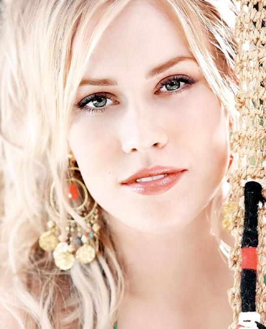 Don't sleep on her she is one of the best artist to come along. Saw her in concert fabulous. Natasha Bedingfield