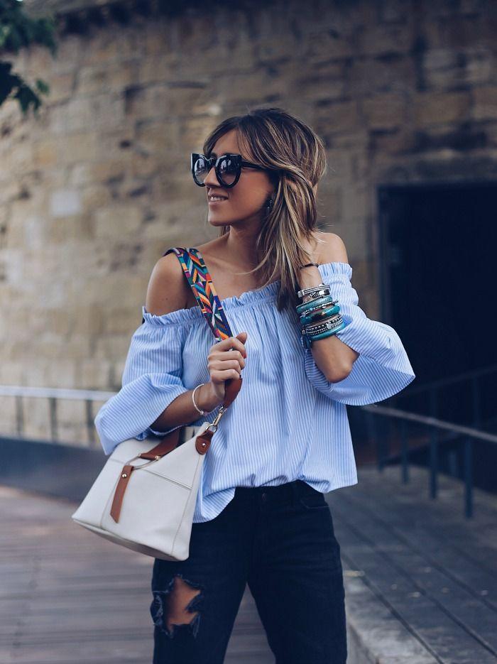 cómo combinar una blusa azul cielo 2