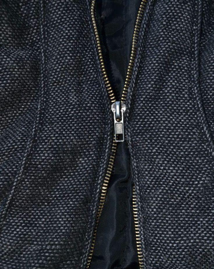 Heb je een probleem met je ritssluiting? Met dezeoplossingen is het zo gefikst! De zipper zit vast De rits zit vast zonder dat er een stuk stof of draad tussen steekt? Probeerdeze verschillende technieken: Wrijf met vaseline over de tandjes van de rits (wel opgelet, want het kan vetvlekken veroorzaken). Ga over de tandjes met … Continued